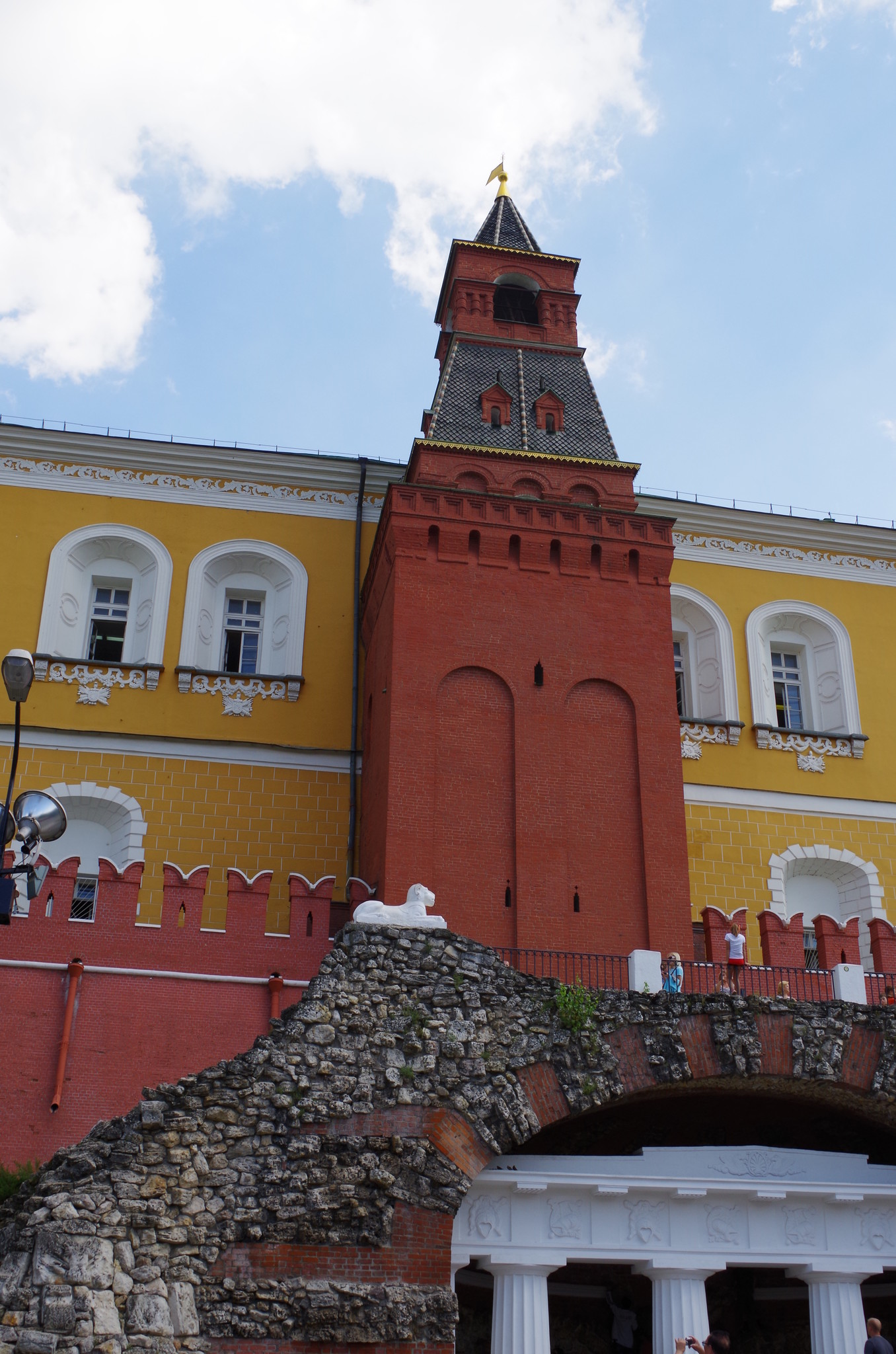 Итальянский грот у подножия Средней Арсенальной башни Московского Кремля