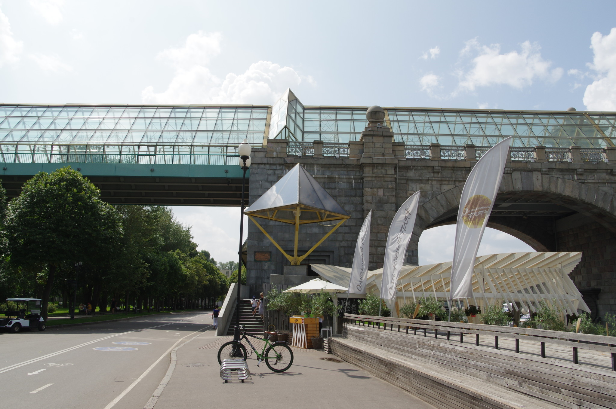 У Андреевского моста