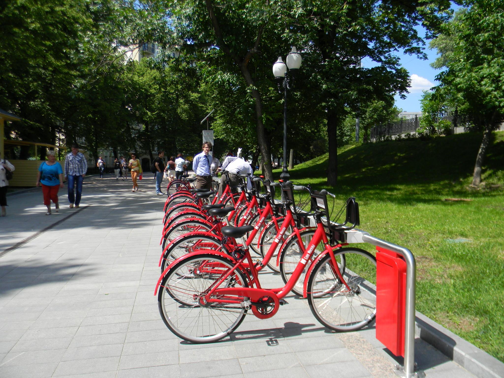 Велопарковка на Гоголевском бульваре (3 июня 2013 года)