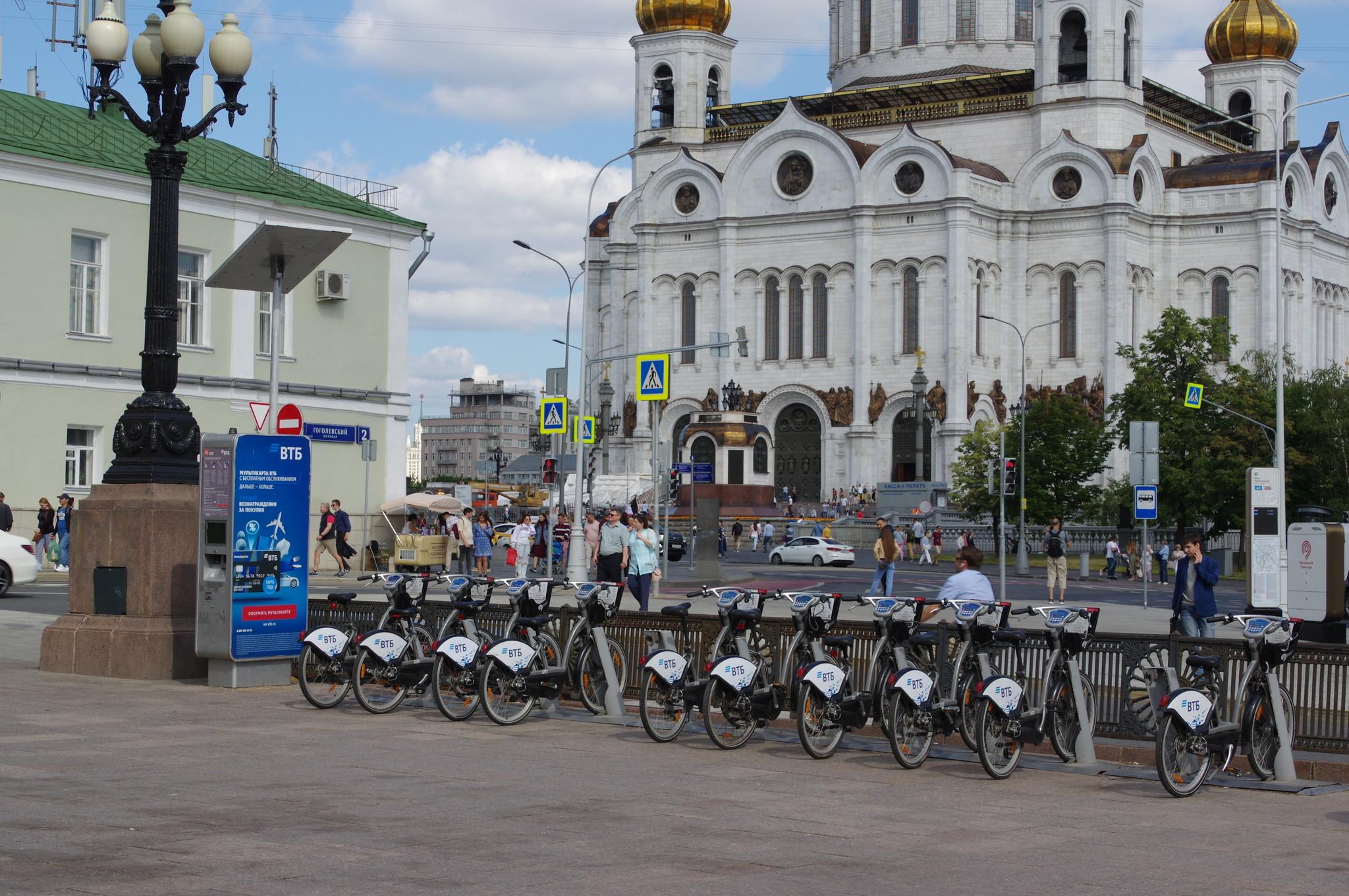 Велобайк у станции метро «Кропоткинская»