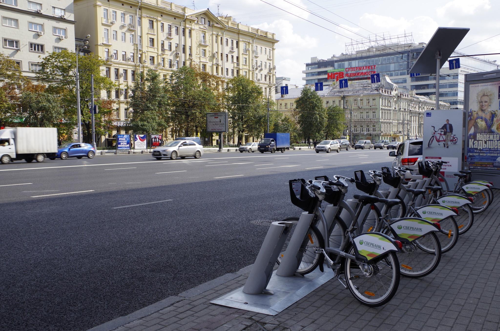 Станция городского велопроката на улице Земляной Вал