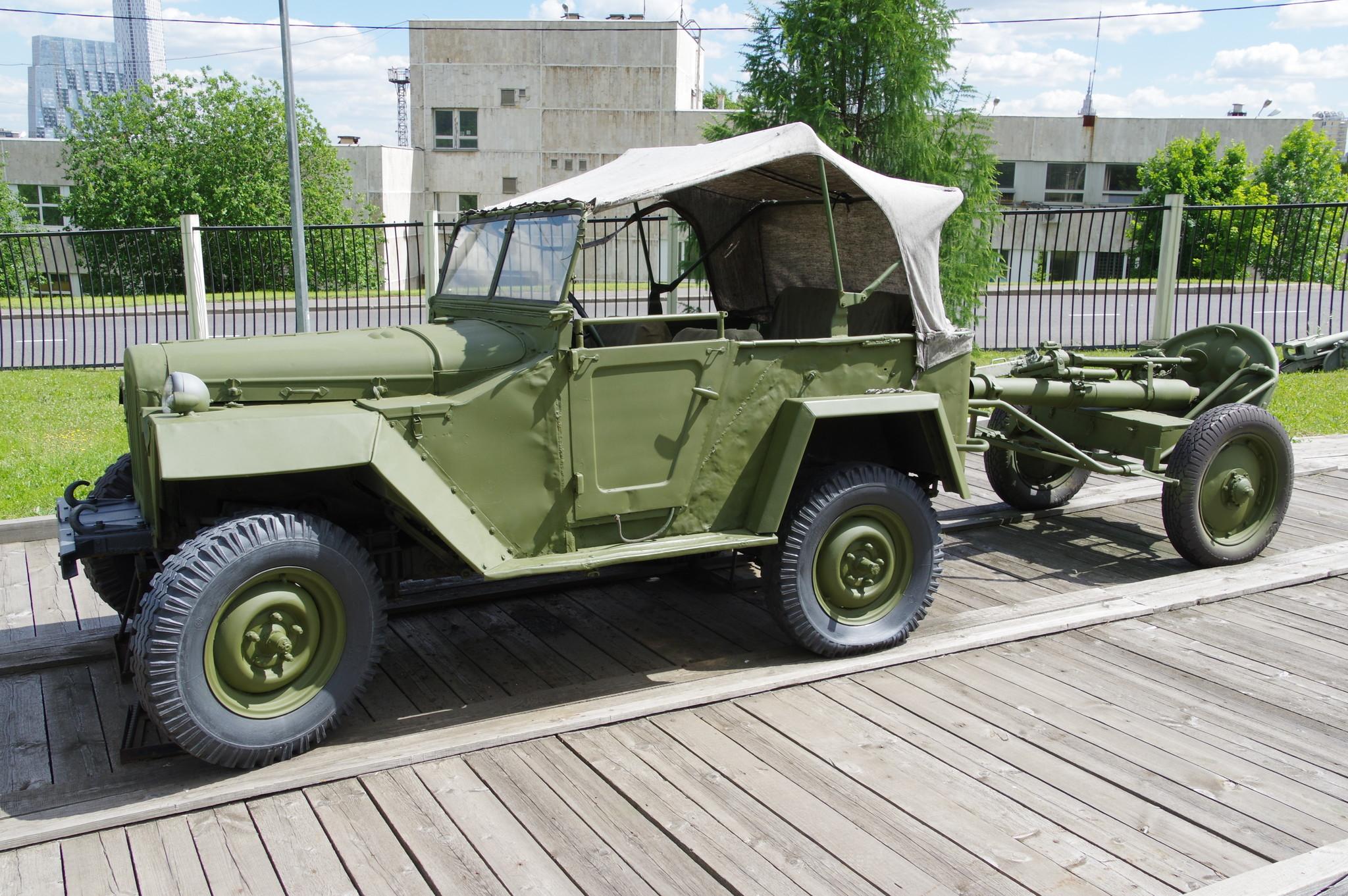 Легковой автомобиль ГАЗ-67Б и 107-мм горно-вьючный полковой миномёт образца 1938 г.