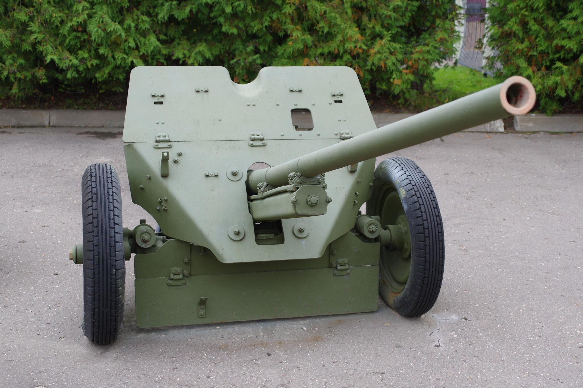 45-мм противотанковая пушка М-6 в экспозиции Центрального музея Великой Отечественной войны 1941 - 1945 гг.