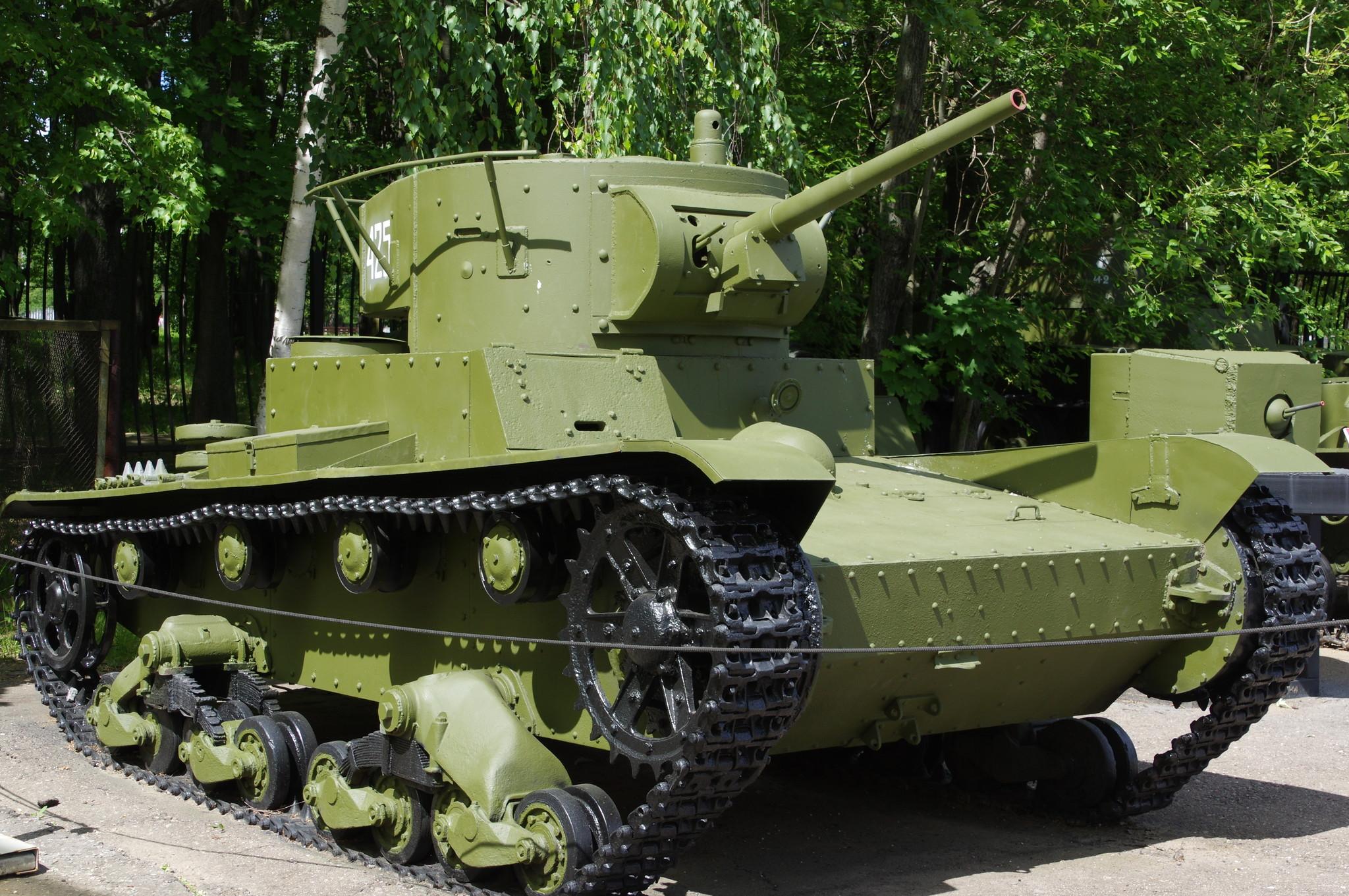 Лёгкий танк Т-26 с цилиндрической башней 1933-1938 годов выпуска в экспозиции Центрального музея Великой Отечественной войны 1941-1945 гг.