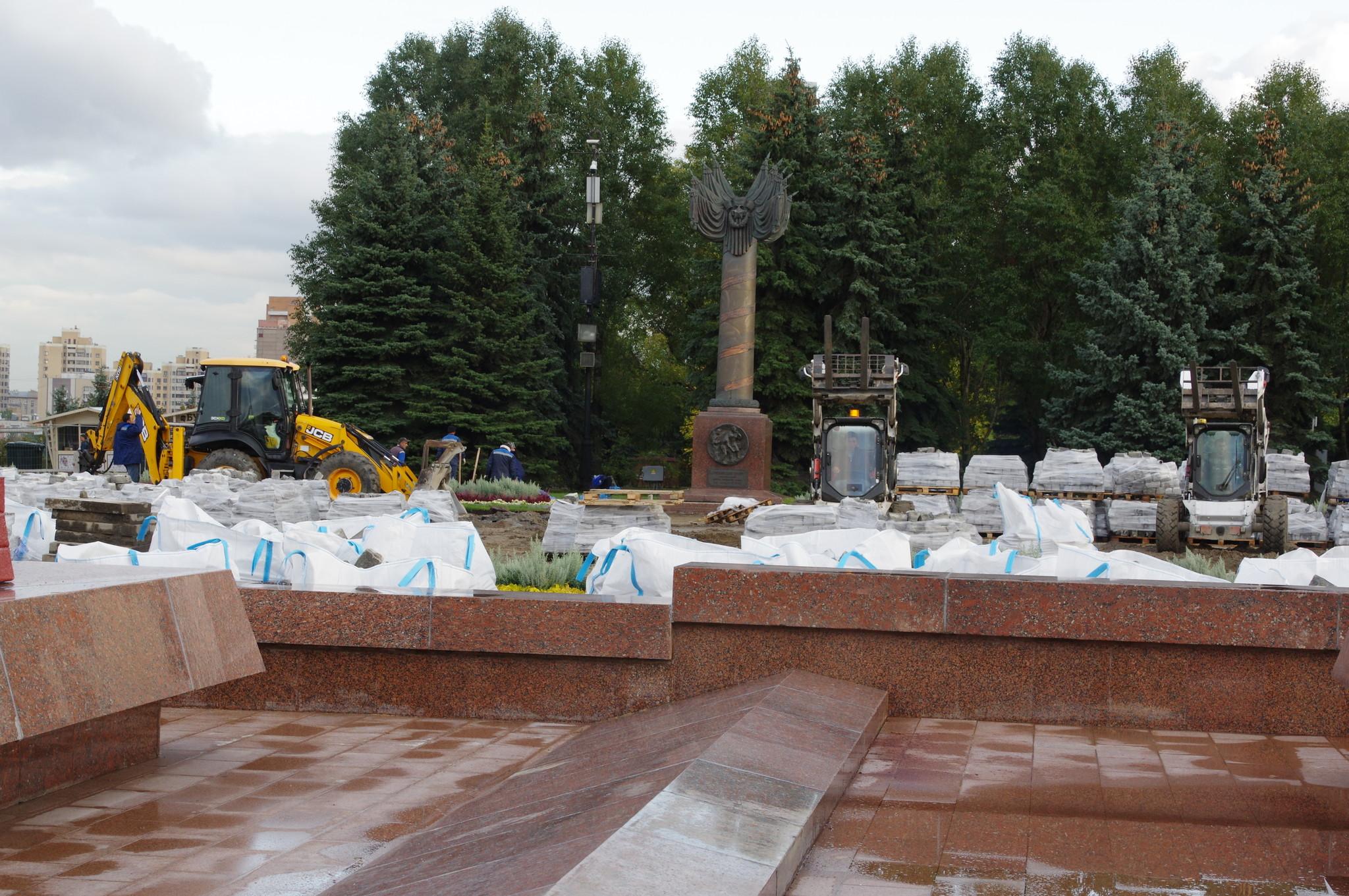 Работы по благоустройству в Парке Победы на Поклонной горе