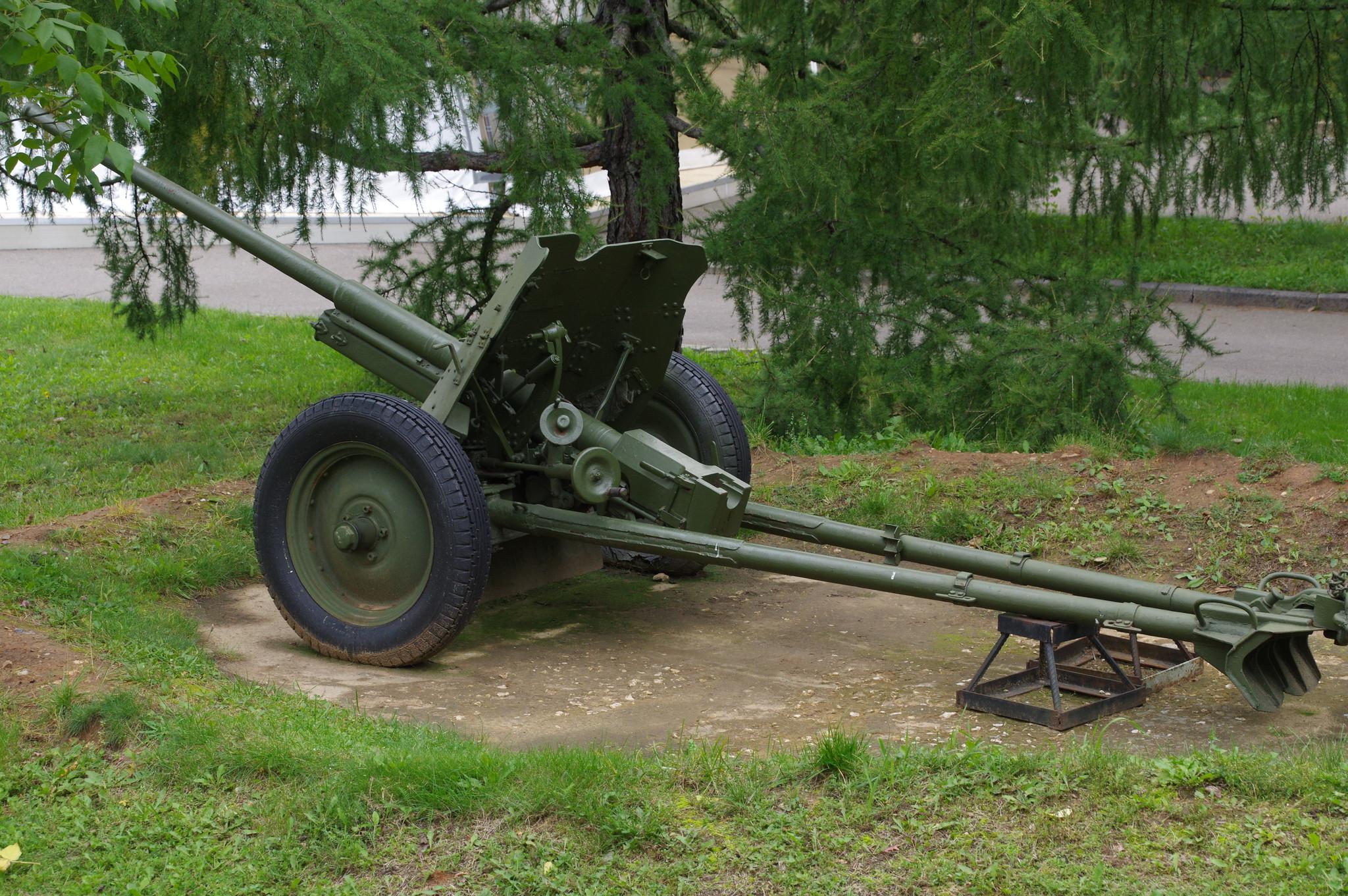45-мм противотанковая пушка М-42 образца 1942 года в экспозиции Музея Победы