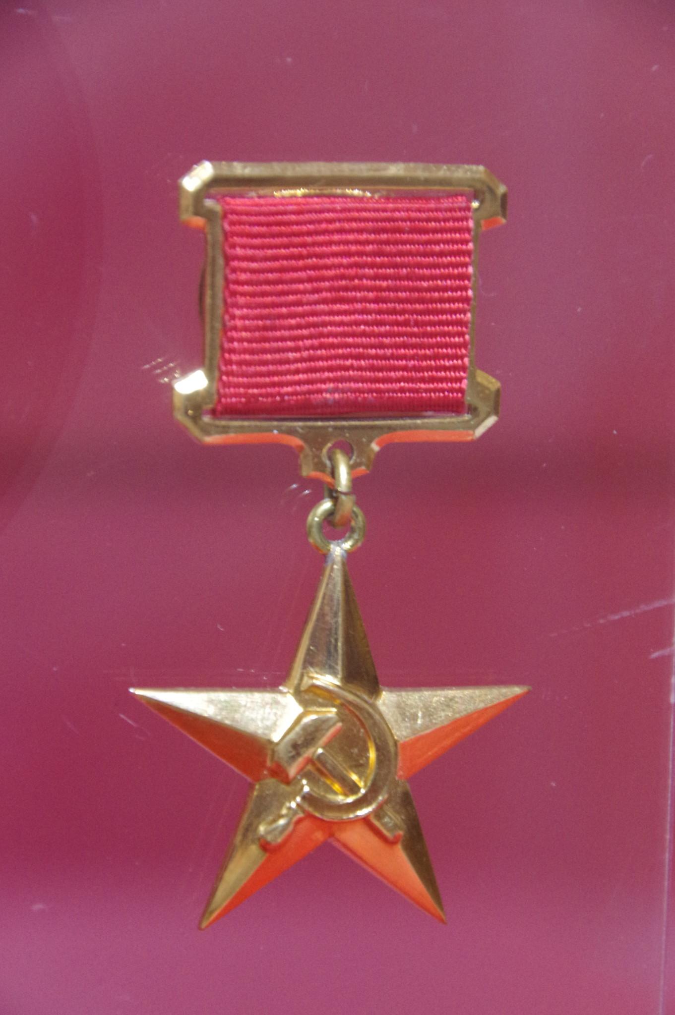 Золотая медаль «Серп и Молот» в экспозиции Центрального музея Великой Отечественной войны 1941-1945 гг.