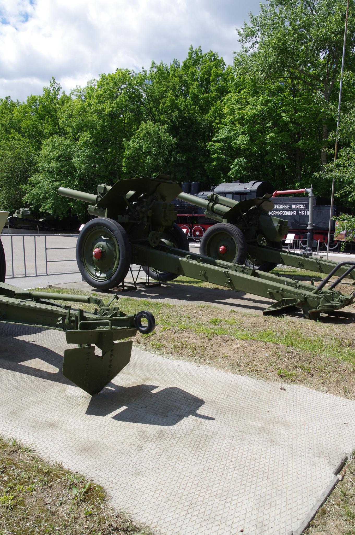 Выставка боевой техники и инженерно-фортификационных сооружений в экспозиции Музея Победы