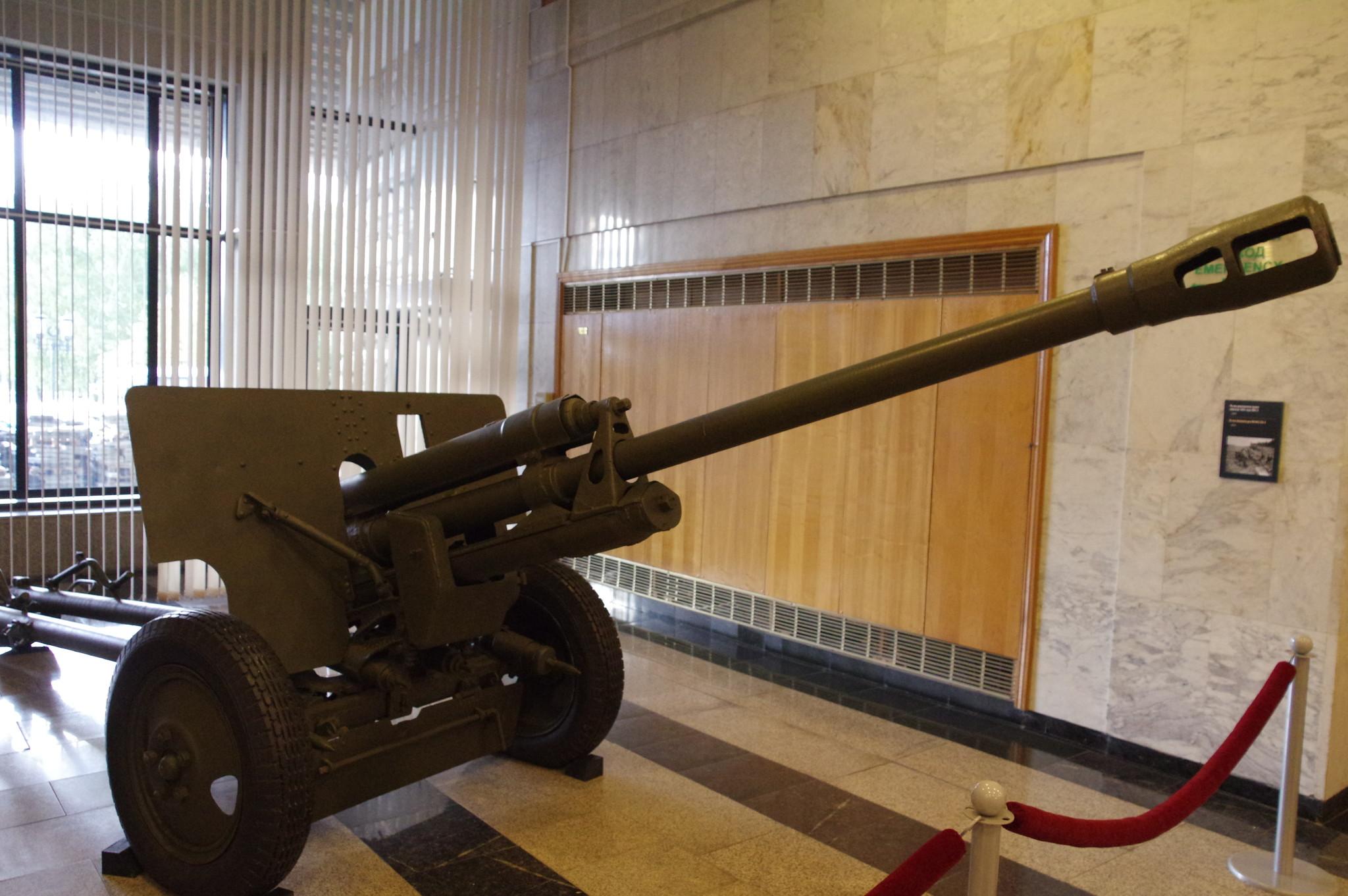 76-мм дивизионная пушка образца 1942 года (ЗИС-3) в экспозиции Музея Победы