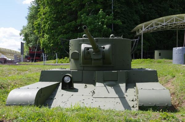 Колёсно-гусеничный огнемётный танк Т-46-1 в экспозиции Центрального музея Великой Отечественной войны 1941-1945 гг.