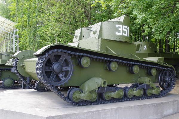 Лёгкий танк Т-26 двухбашенный 1931-1933 годов выпуска (Центральный музей Великой Отечественной войны 1941-1945 гг.)