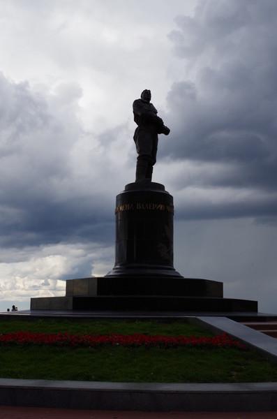 Памятник Валерию Павловичу Чкалову у Георгиевской башни Нижегородского кремля