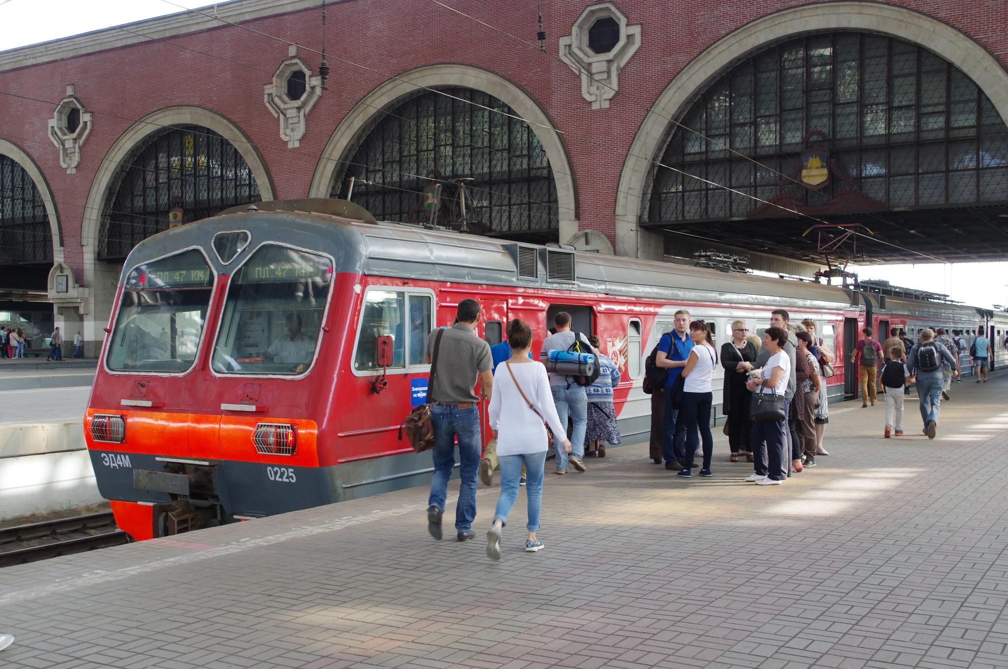 Электропоезд на МАКС-2015 отправляется с Казанского вокзала