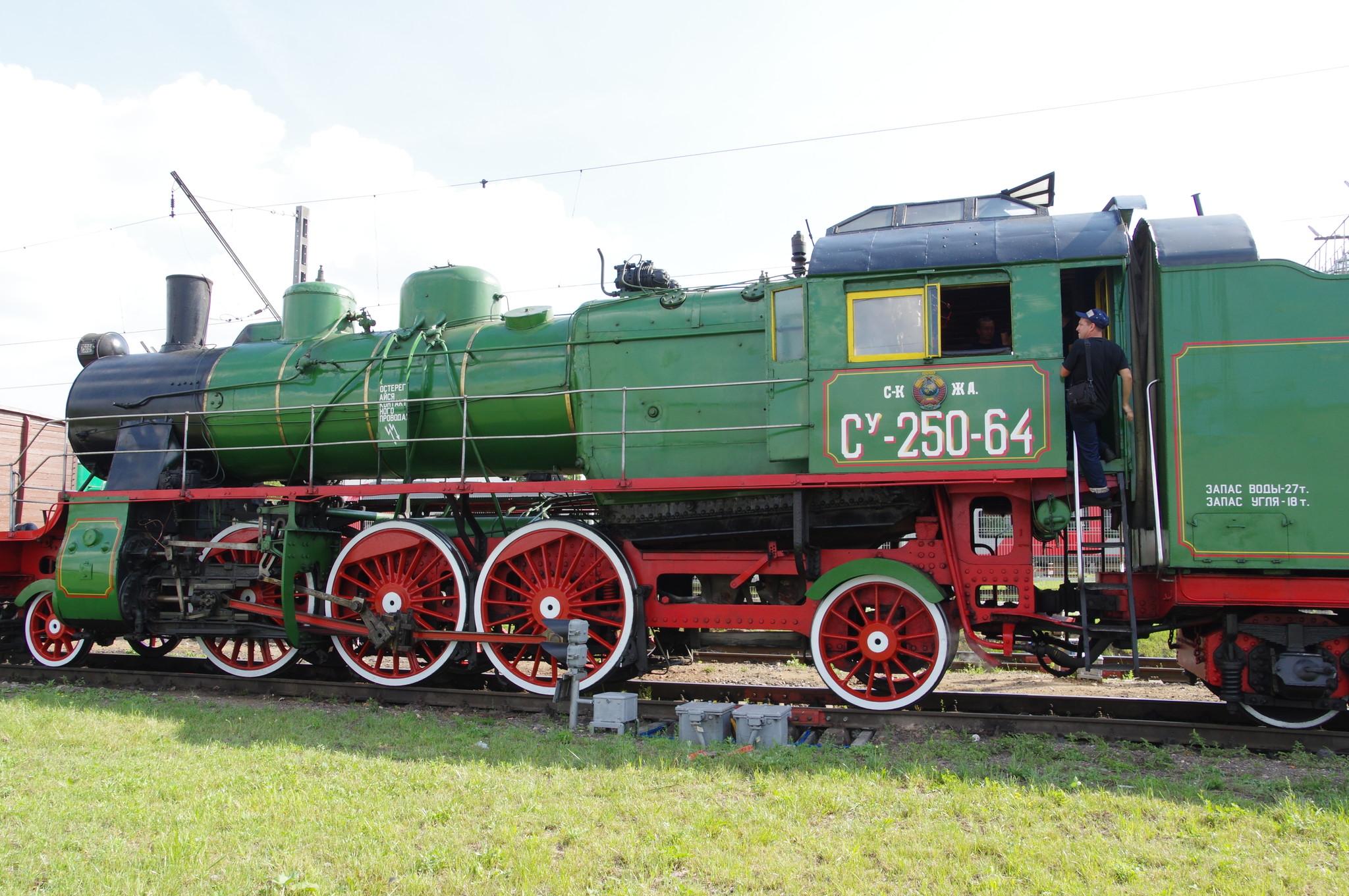 Пассажирский паровоз Су-250-64