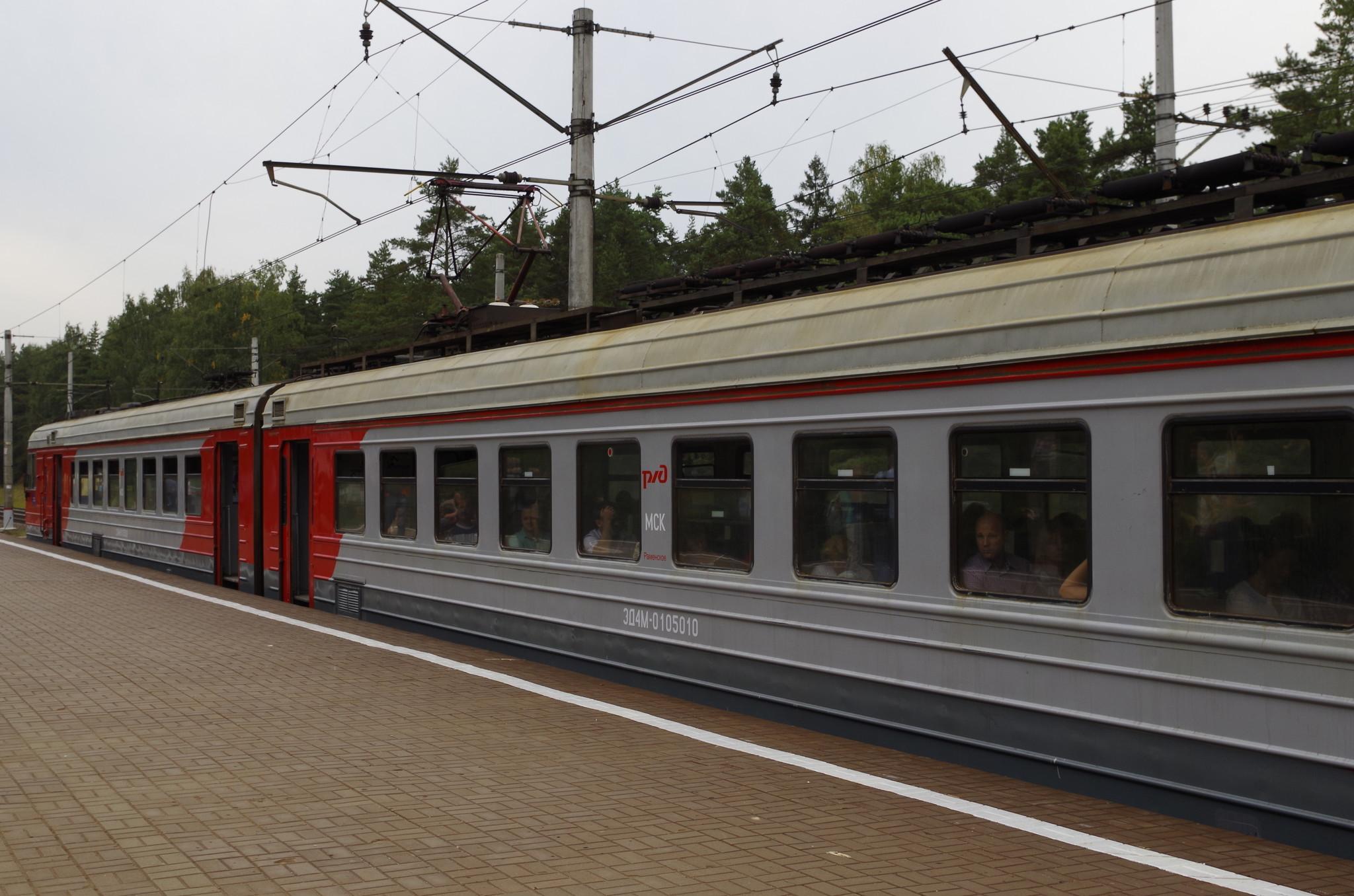 Электропоезд ЭД4М-0105 на платформе «42 км»