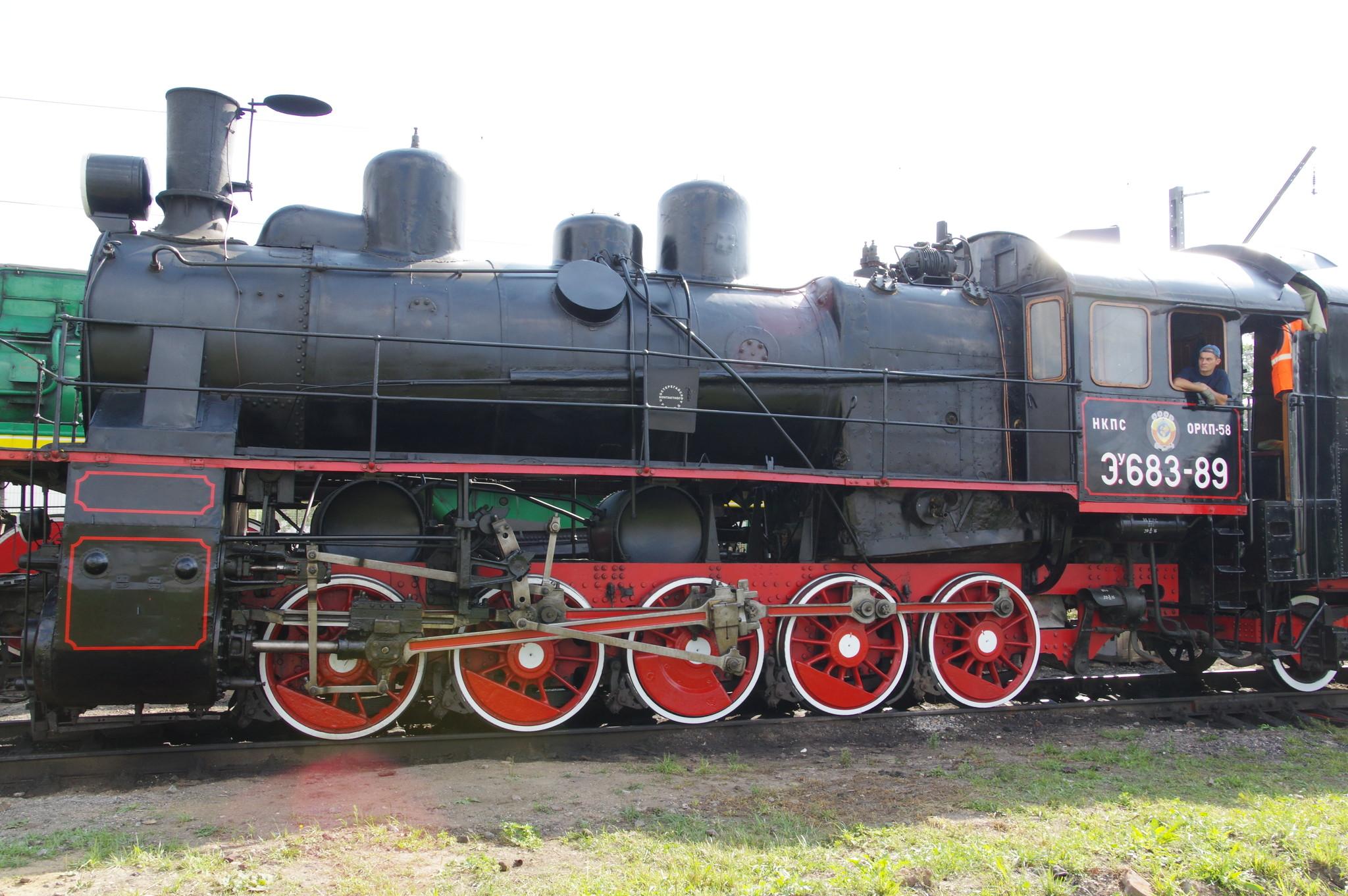 Грузовой паровоз ЭУ 683-89