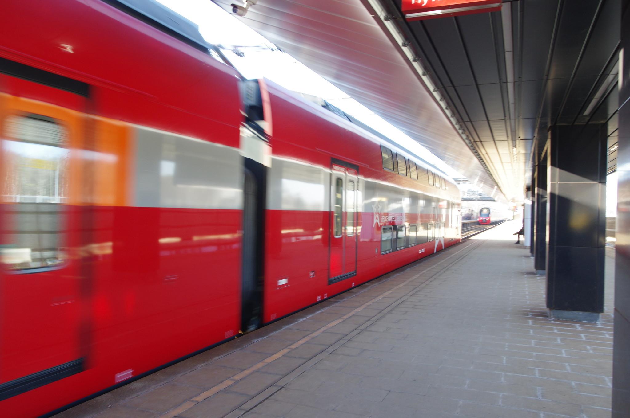 Поезд «Аэроэкспресс» на платформе «Новодачная»
