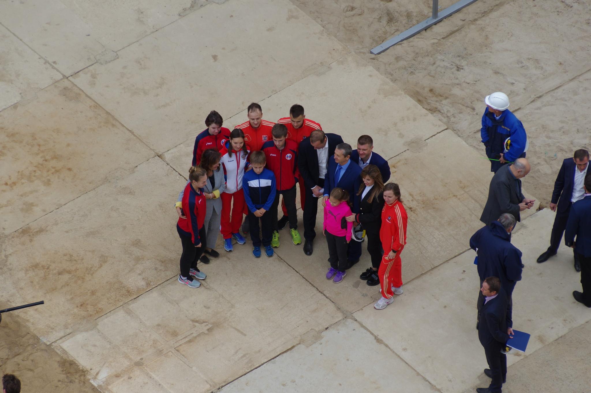 Члены сборной Москвы по современному пятиборью возле нового комплекса спортивной школы олимпийского резерва «Северный»