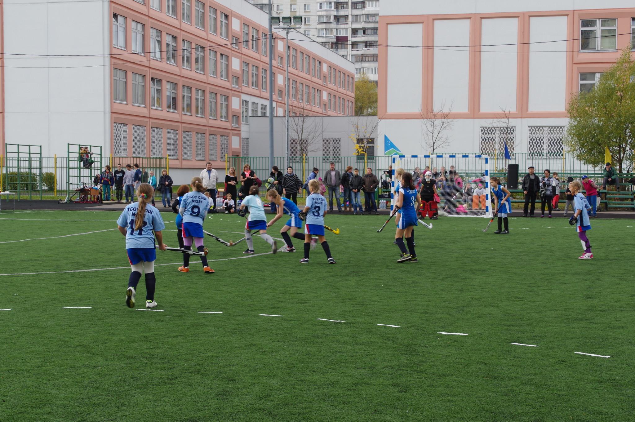Турнир по хоккею на траве на стадионе Школы № 709 (школьное отделение № 1). 9-я Северная линия, дом 1, корпус 2