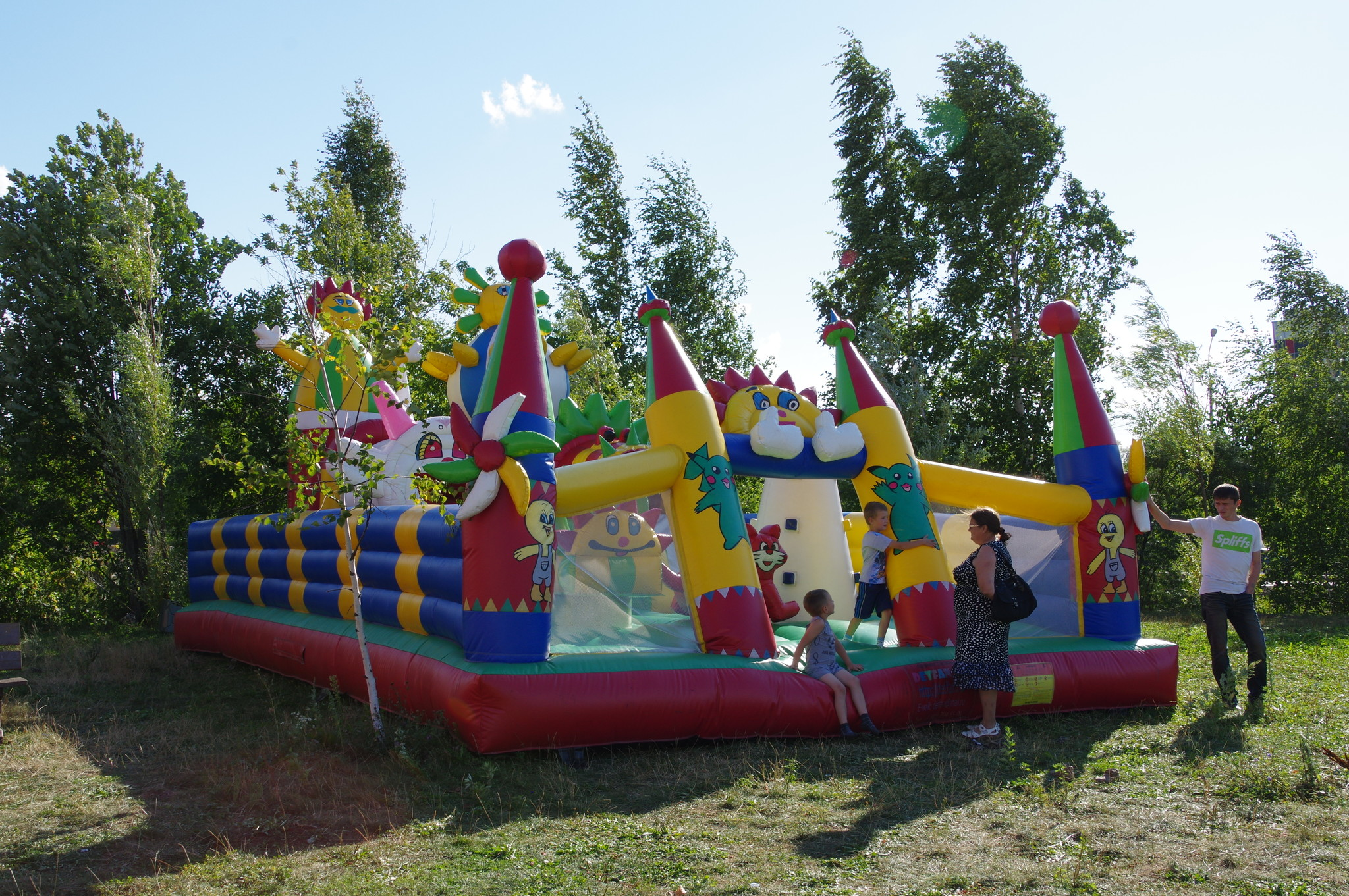 Детская площадка в парке 9-го микрорайона Северного