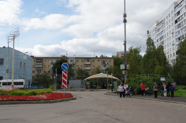 Остановка «9-я Северная линия» автобуса маршрута № 836 в 4-ом микрорайоне Северного