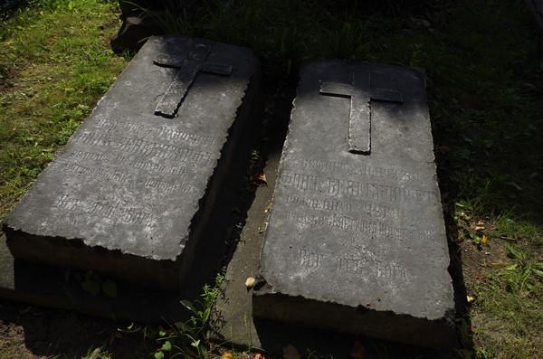 Александр Иванович и Елизавета Андреевна Бенкендорф похоронены перед алтарем Виноградовской церкви