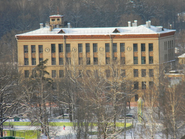 Старое здание школы № 709 на 7-ой Северной линии