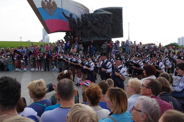 Кельтский оркестр волынок и барабанов выступил на Поклонной горе