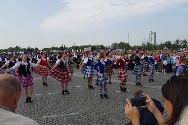 Международная команда исполнителей шотландских танцев на Поклонной горе