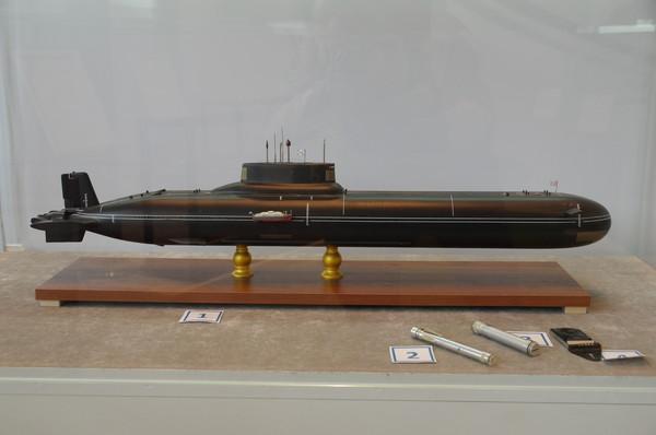 Модель тяжёлого атомного ракетного подводного крейсера стратегического назначения проекта 941 «Акула». 1980-1989 гг. Дозиметр «РД-03». Дозиметр «Д-500». Дозиметр «ДКП-50-А»