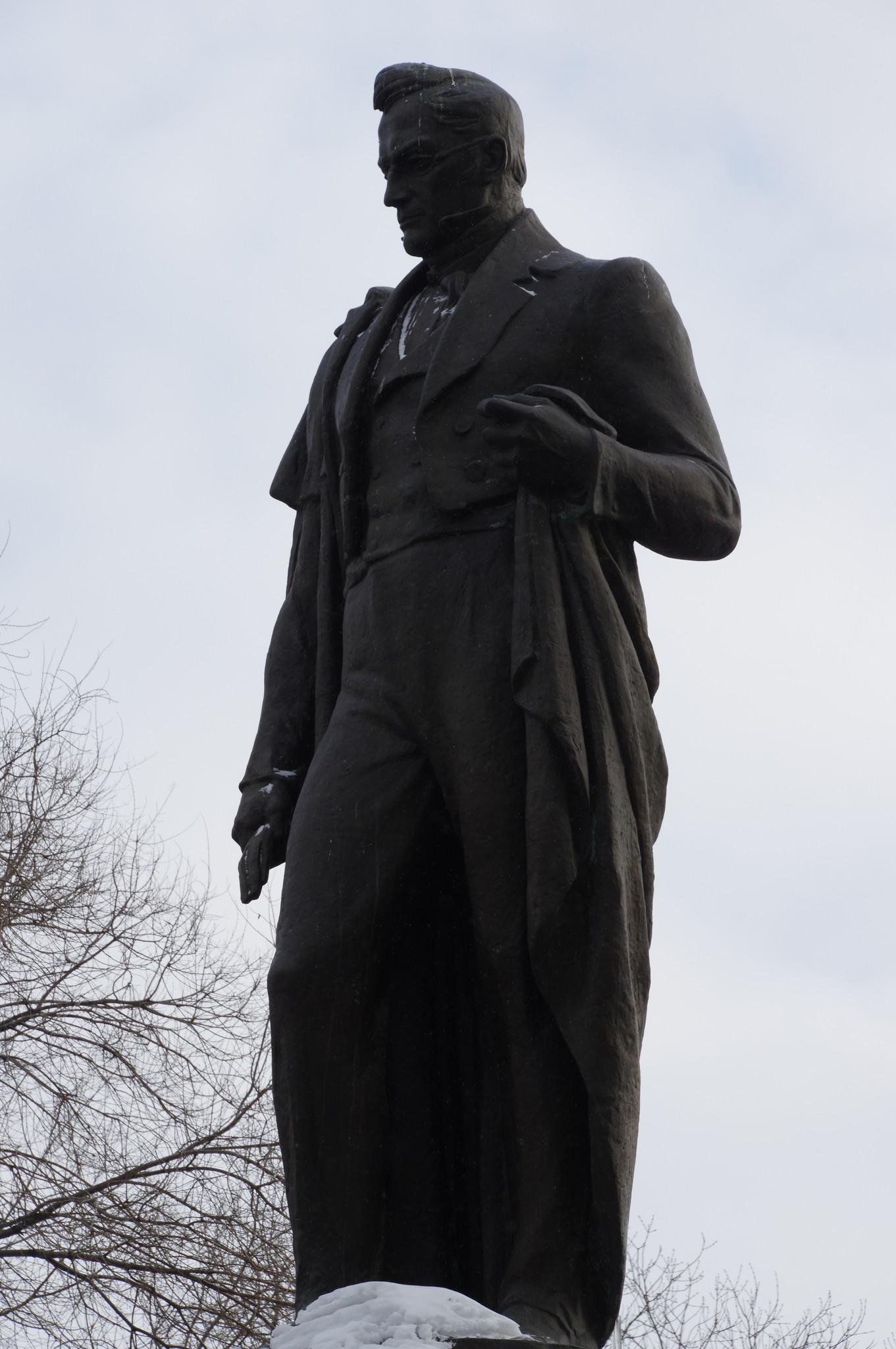 Памятник Александру Сергеевичу Грибоедову на Чистопрудном бульваре