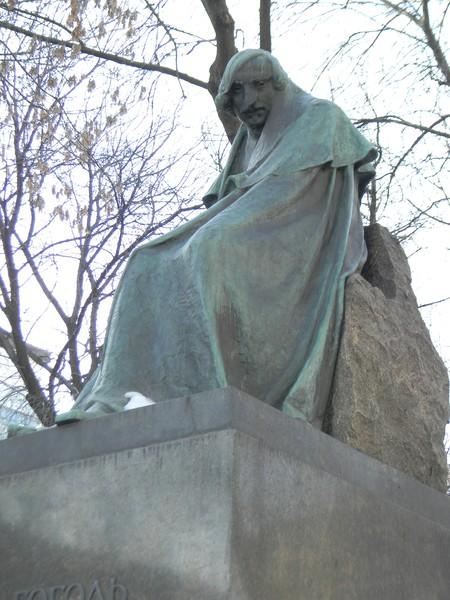 Памятник Н.В. Гоголю работы Андреева в 1959 году был установлен во дворе бывшего дома Талызина на Никитском бульваре, в котором Николай Васильевич Гоголь провёл свои последние дни