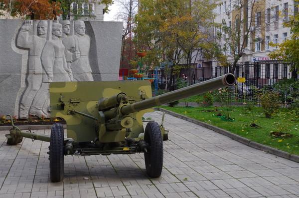 57-мм противотанковая пушка образца 1943 года ЗИС-2. Центр образования № 175 (школа № 175). Старопименовский переулок, дом 5