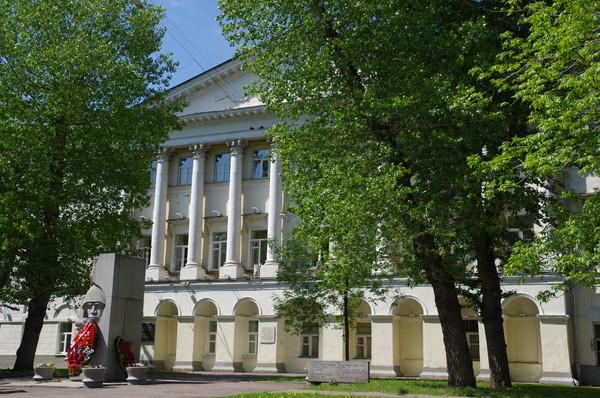 Московский государственный лингвистический университет (улица Остоженка, дом 38)