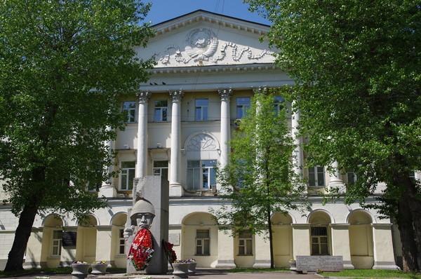 Здание бывшего Императорского коммерческого училища. Ныне здесь размещается Государственный лингвистический университет (улица Остоженка, дом 38)