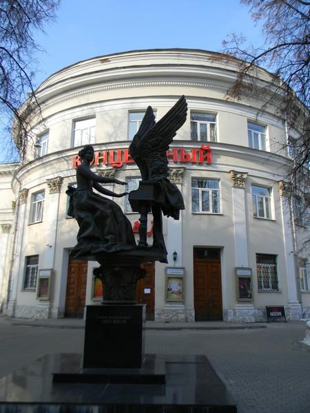Памятник Елене Фабиановне Гнесиной на Поварской улице