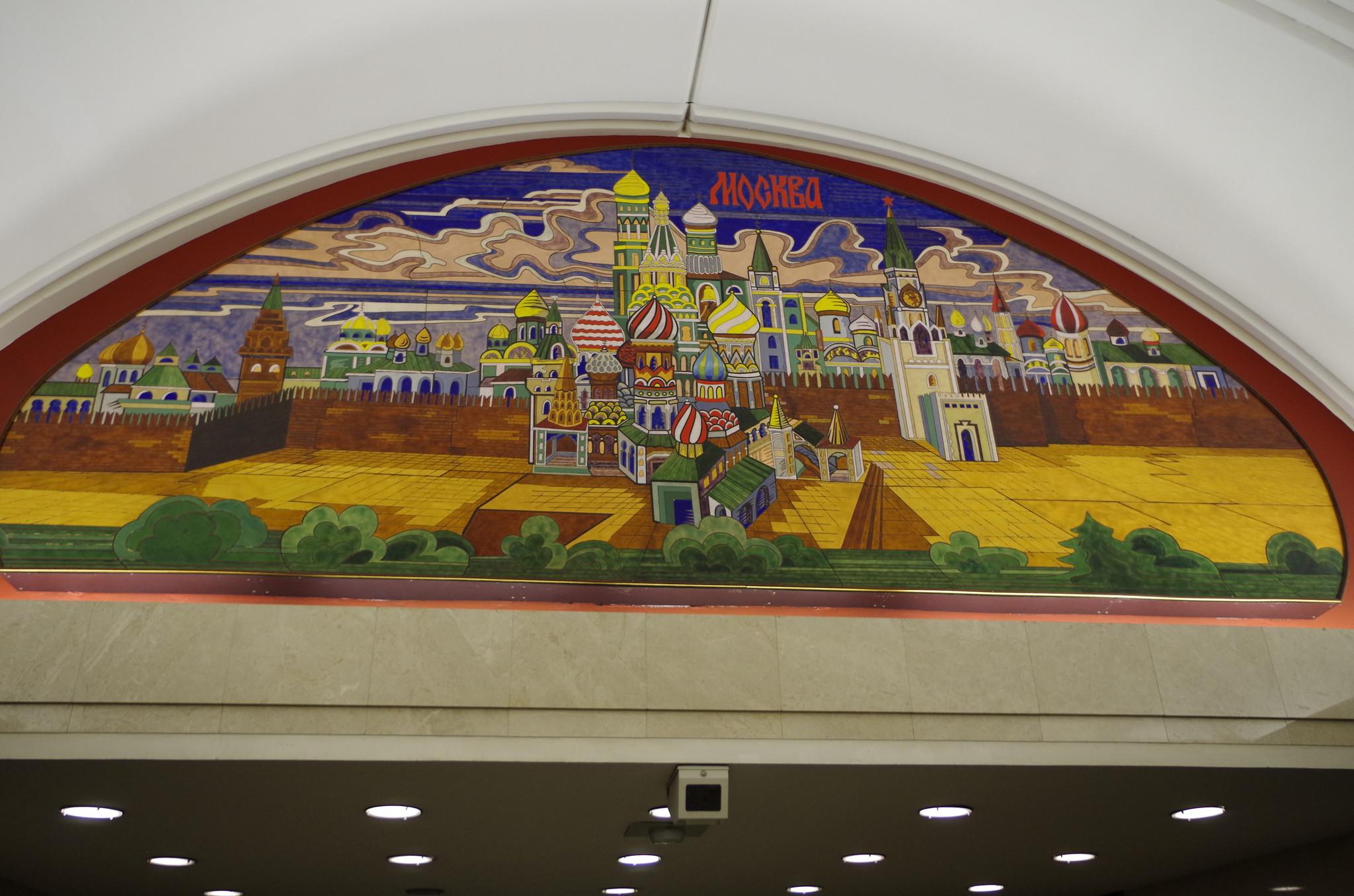 Панно над переходом на станцию «Цветной бульвар». Автор Зураб Церетели