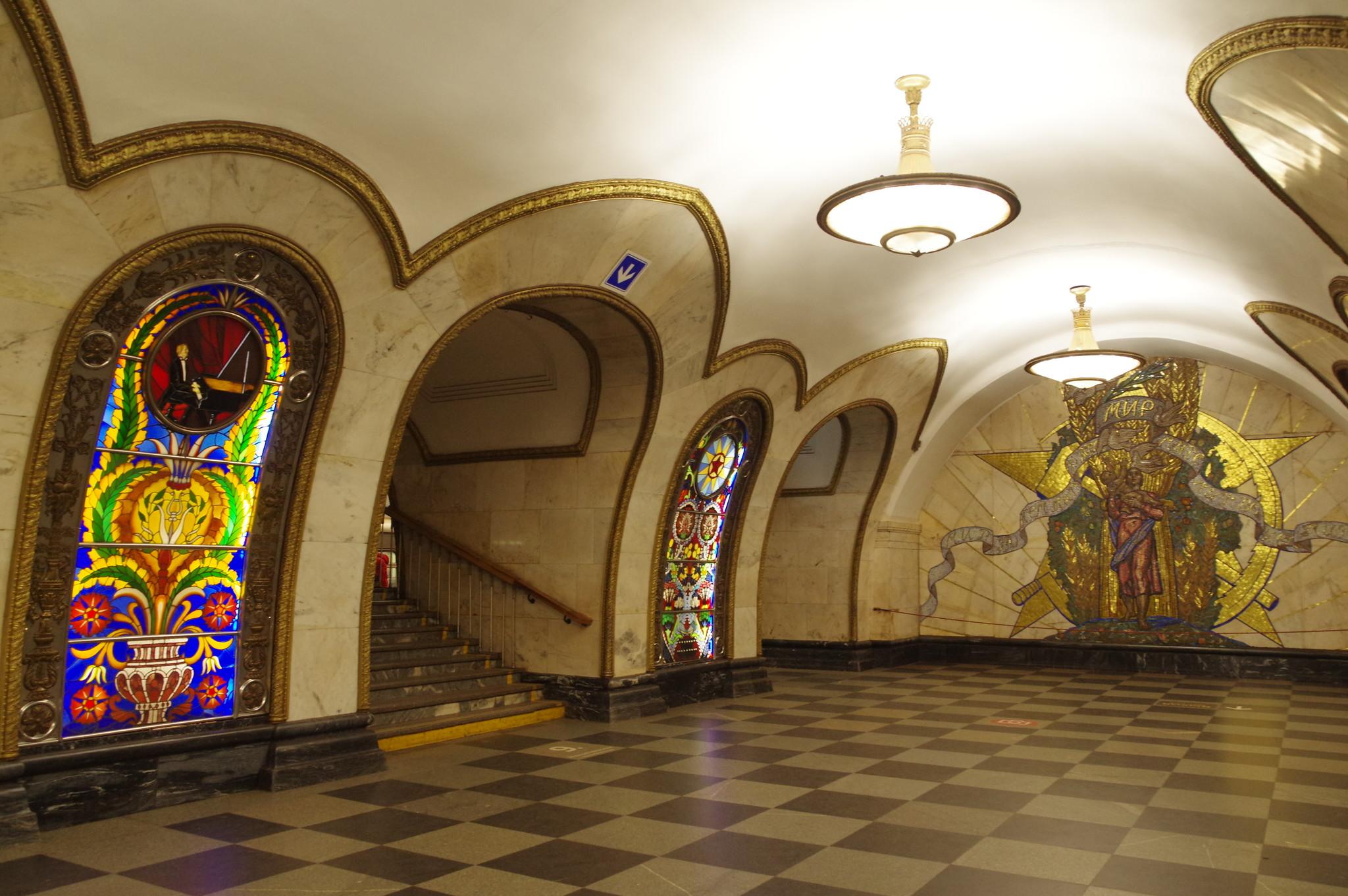 Станция «Новослободская» Кольцевой линии Московского метрополитена