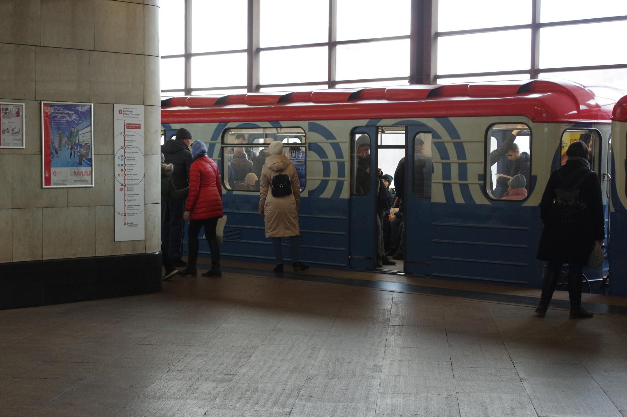 «Номерные» вагоны на станции «Воробьевы горы» Сокольнической линии Московского метрополитена