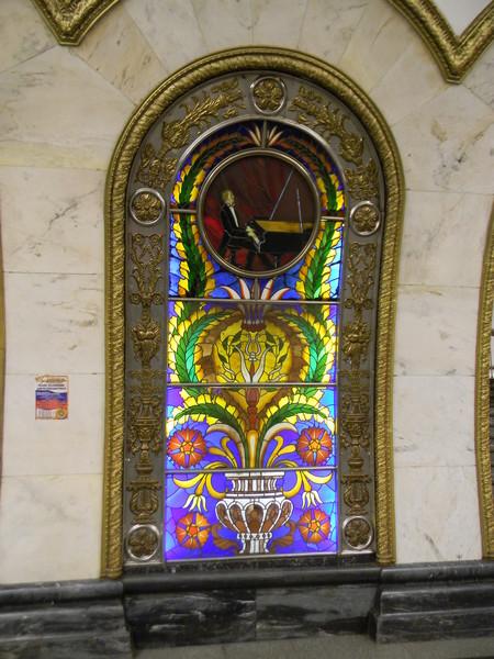 Витражи на станции «Новослободская» Кольцевой линии Московского метрополитена