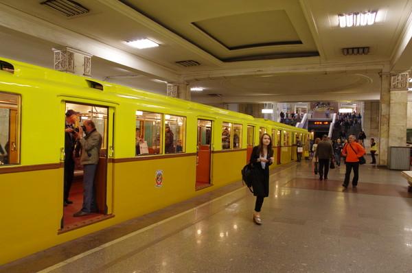 Парад поездов подвижного состава, посвящённый Дню рождения Московского метрополитена