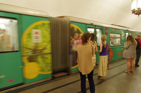 Поезд с тематическим оформлением вагона, где размещены фотографии пользователей проекта «Активный гражданин»