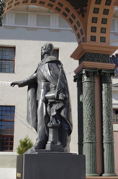 Скульптура императора Александра II во дворе комплекса «Провиантские магазины». Музейное объединение «Музей Москвы» (Зубовский бульвар, 2)