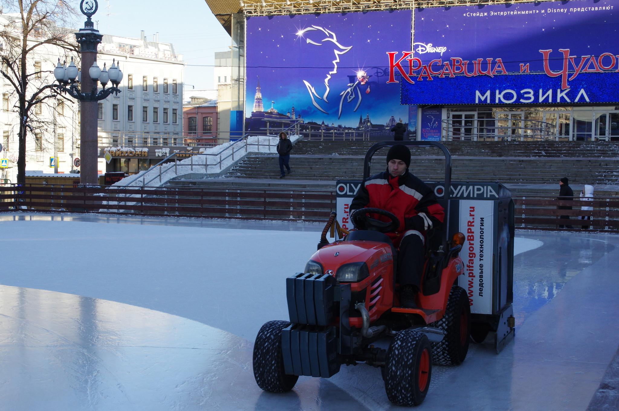 Каток у фонтана на Пушкинской площади