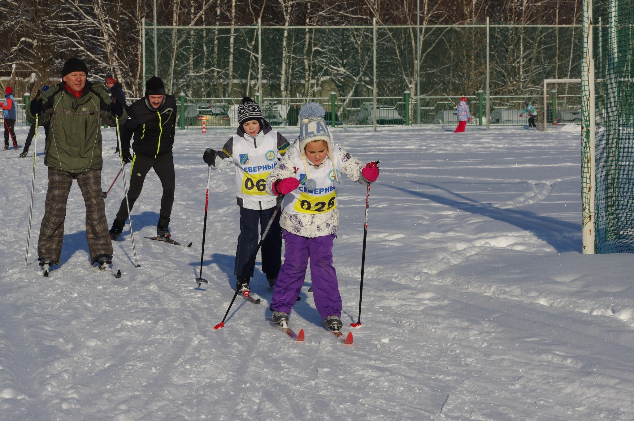 На лыжной трассе Школы № 709 (школьное отделение № 1). 9-я Северная линия, дом 1, корпус 2