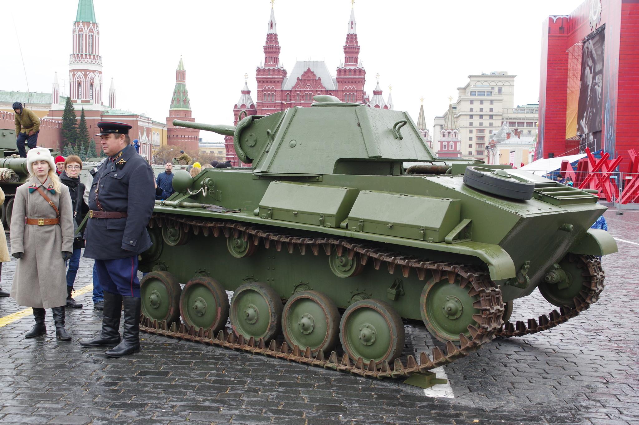 Лёгкий танк Т-70 на Красной площади