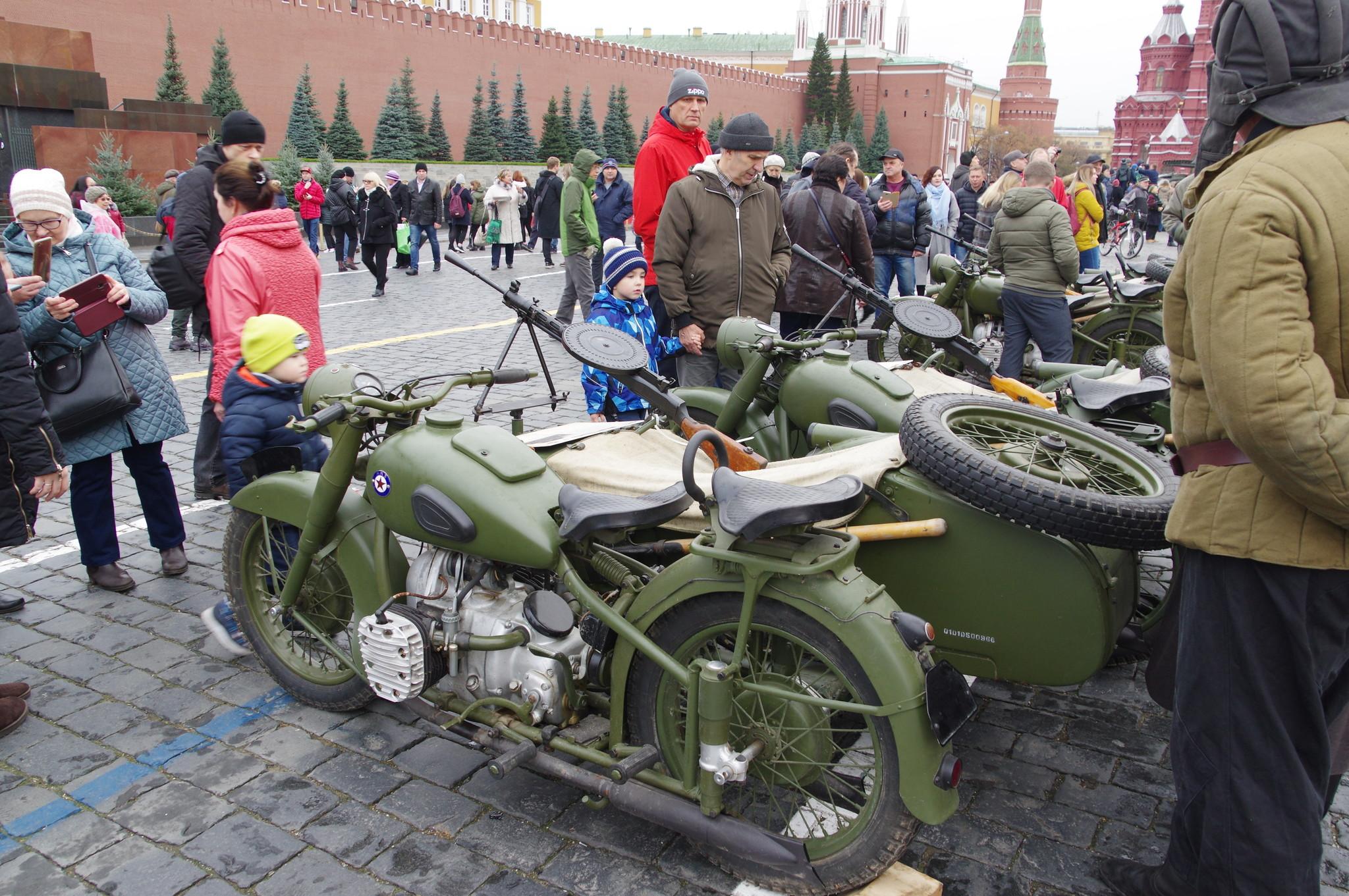 Ручные пулемёты ДП на мотоциклах М-72