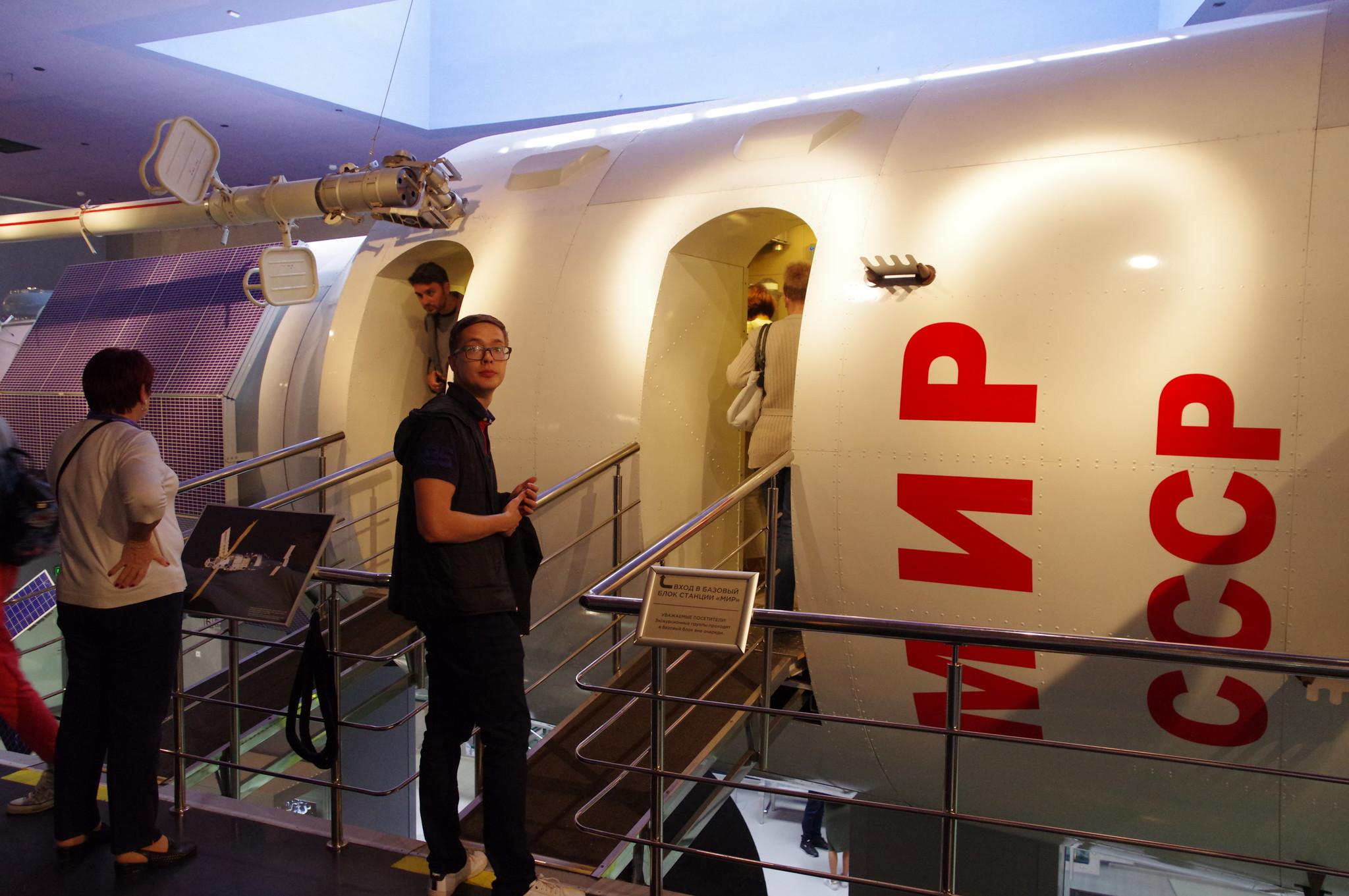 Вход в базовый блок станции «Мир». Мемориальный музей космонавтики (Проспект мира, дом 111)