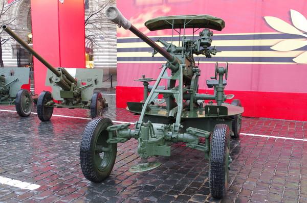 37-мм автоматическая зенитная пушка образца 1939 года (61-К) на Красной площади