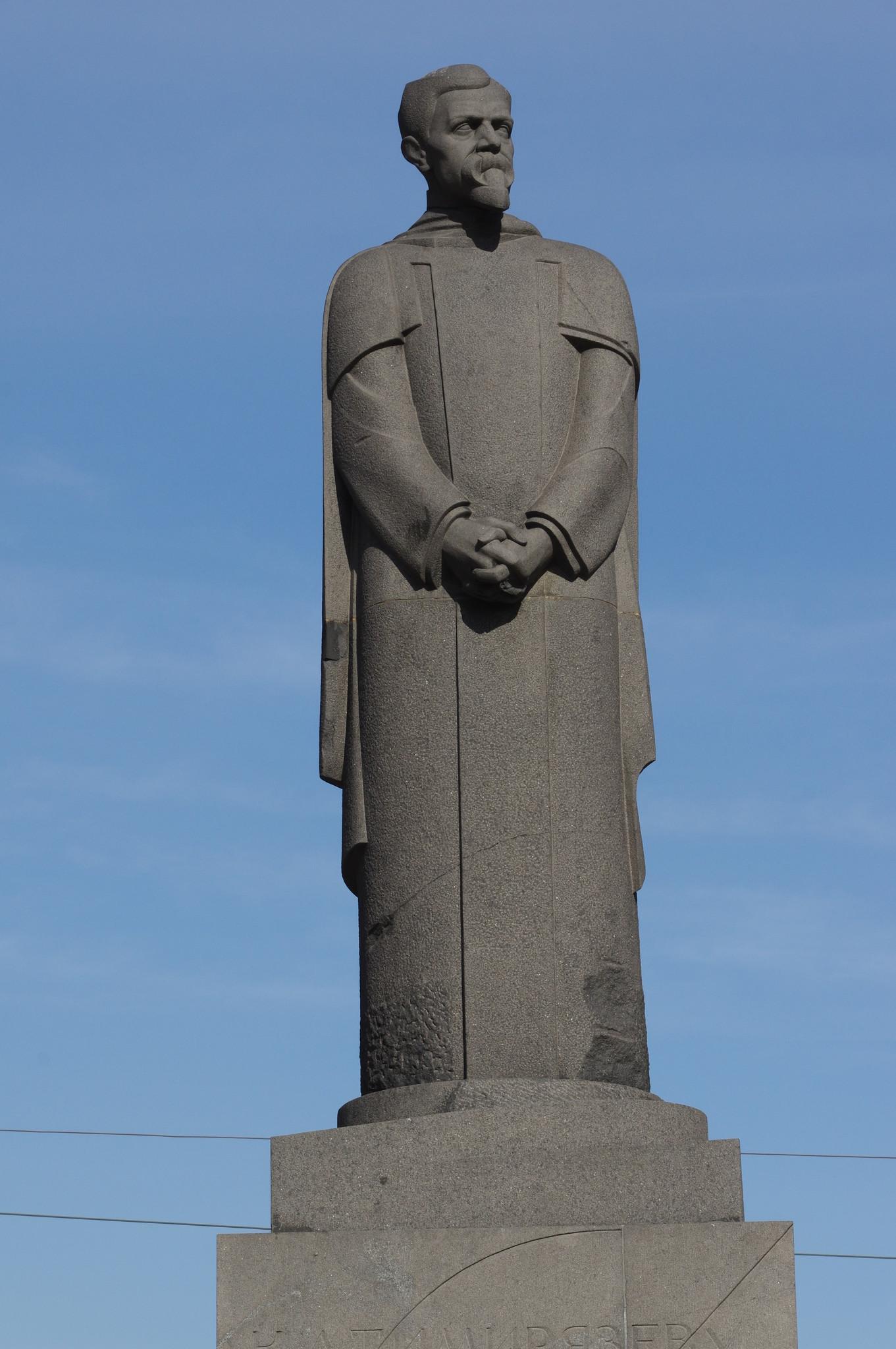 Памятник Клименту Аркадьевичу Тимирязеву на Тверском бульваре у площади Никитские Ворота